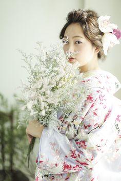 c64eb4ace3859 モダンレトロ きれい かわいい 桜文をあしらった色打掛 桜鶴 白 ベージュ クリーム 紫