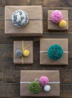 24 ridiculously satisfying pictures of perfectly wrapped Christmas presents - Made.love - 24 ridiculously satisfying pictures of perfectly wrapped Christmas presents These handmade pompoms More - Christmas Present Wrap, Christmas Gift Wrapping, Diy Christmas Gifts, Holiday Gifts, Christmas Pom Pom Crafts, Christmas Carol, Christmas Quotes, Birthday Wrapping Ideas, Christmas Ideas