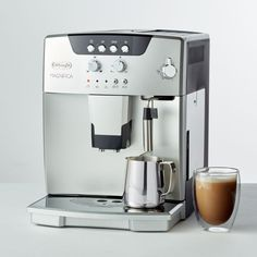 Great ways to make authentic Italian coffee and understand the Italian culture of espresso cappuccino and more! Italian Espresso Machine, Home Espresso Machine, Machine Expresso, Espresso Machine Reviews, Cappuccino Machine, Espresso Maker, Hot Toddy Recipe For Colds, Italian Coffee, Best Coffee