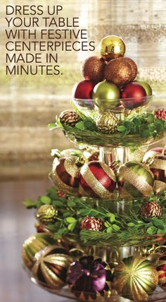 Stunning Views: Christmas Ideas Dress up Your Table With Festive Centerpieces Made in Minutes. Noel Christmas, All Things Christmas, Winter Christmas, Christmas Ornaments, Elegant Christmas, Homemade Christmas, Beautiful Christmas, Cheap Christmas, Christmas Balls