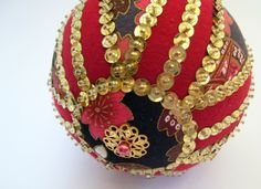 Red-Gold-Striped-Sequined-Kimekomi-3.jpg (2142×1559)