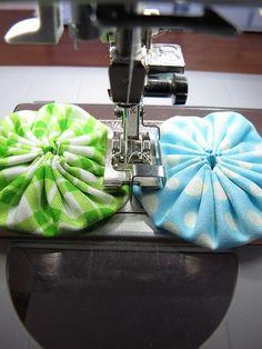 How to machine stitch Yoyos together.