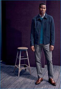 veste uma jaqueta slim-fit, suéter esmeralda camisa e calças de Ted Baker London com marrom. e sapatos de couro dupla monge.