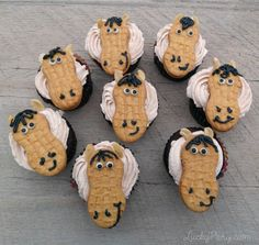 DIY easy horse cupcakes with nutter butters Farm Animal Birthday, Horse Birthday, Farm Birthday, Birthday Ideas, Birthday Cakes, Birthday Parties, Farm Animal Cupcakes, Kid Cupcakes, Barnyard Cupcakes