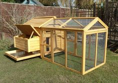 Build your own chicken coop? Build yourself a beautiful chicken coop with a step by step construction drawing for a chicken coop now! Chicken Coop Pallets, Backyard Chicken Coops, Chicken Coop Plans, Building A Chicken Coop, Diy Chicken Coop, Chickens Backyard, Chicken Feeders, Chicken Tractors, Chicken Coop Designs