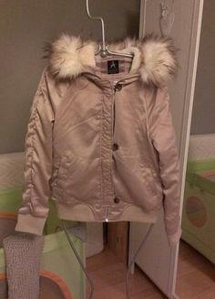 Kupuj mé předměty na #vinted http://www.vinted.cz/damske-obleceni/bundy/14862277-bezova-zimni-bunda-s-kapuci