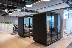 MoreySmith has completed work at The Post Building - the former sorting room of the Royal Mail - now the new London headquarters for McKinsey & Company. Smart Office, Open Office, Box Office, Office Space Design, Workplace Design, Metting Room, Novo Nordisk, Staircase Storage, Office Pods