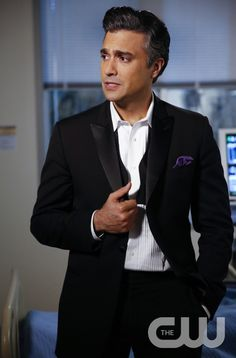 """Jane The Virgin -- """"Chapter Ten"""" -- Image Number: JAV110b_0297.jpg -- Pictured: Jaime Camil as Rogelio -- Photo: Greg Gayne/The CW -- © 2014 The CW Network, LLC. All rights reserved."""