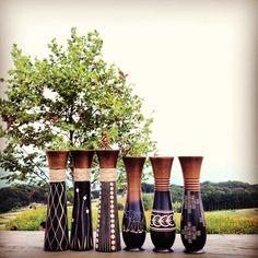 フラワーベース(花さし) | タイ北部で仕入れた木製(マンゴーウッド)ならではの温かみがある、花さしです。 シンプルでいて、独特の存在感がありますので、お花をささずとも、そのままインテリアとしてお使いいただけます。 造花やドライフラワーなどがおすすめかと思います。 http://www.khop-chai.com