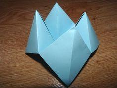 Spomínate si na jednoduché skladačky, ktoré sme tvorili, keď sme boli malí? Pamätáte si ešte napríklad na nebo-peklo-raj? Skladali sme to stále, pre každého a všade. Skúste aj teraz. Aj s vašimi deťmi... Nebo, Raj, Origami, Container, Crafting, Origami Paper, Origami Art
