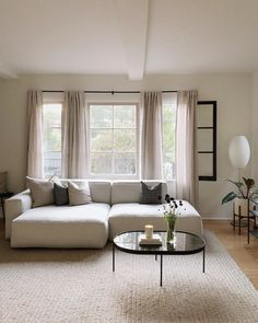 Home Furniture Wood White Living Room Furniture Decor Refferal: 6785576975 White Couch Living Room, Small Space Living Room, Living Room Photos, My Living Room, Home And Living, Living Room Decor, Beige And White Living Room, Modern White Living Room, Elegant Living Room