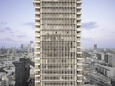 Image 2 of 21 from gallery of Rothschild Tower / Richard Meier & Partners. Photograph by Roland Halbe