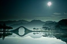 Il bellissimo Moon bridge a Zhangjiajie (China)