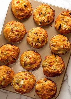 Mediterranean Savoury Muffins - with olives, sun dried tomatoes, feta and roasted peppers Quiche Sans Gluten, Marinated Grilled Vegetables, Brownie Sans Gluten, Muffin Tin Recipes, Savoury Muffin Recipe, Savoury Breakfast Muffins, Recipetin Eats, Recipe Tin, Cheese Muffins