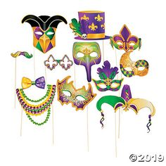 "Smile and say ""Fat Tuesday!"" These Mardi Gras Stick Costume Props will make your Mardi Gras party unforgettable. People will be taking . Mardi Gras Centerpieces, Mardi Gras Decorations, Stage Decorations, Mardi Gras Outfits, Mardi Gras Costumes, Royal Costumes, Mardi Gras Masks, Mardi Gras Sayings, Mardi Gras Photos"