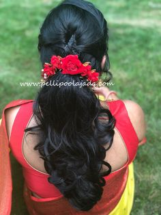 Yellow kanjeevaram saree with Red border and matching red flowers by Boston branch Bridal Hairstyle Indian Wedding, Bridal Hair Buns, Bridal Hairdo, Wedding Hair Down, Indian Hairstyles For Saree, Saree Hairstyles, Bride Hairstyles, Hairstyles Haircuts, Hair Designs