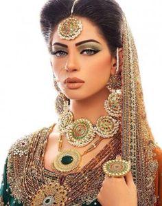 パーツを強調するメイクで妖艶な顔立ちに❤︎アラビア風メイクでアラブ美女に❤︎