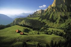 YannArthusBertrand2.org - Fond d écran gratuit à télécharger || Download free wallpaper - Alpages en été dans une vallée, Haute-Savoie, Fran...