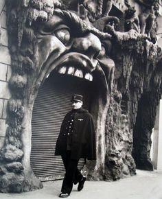 Robert Doisneau – Arts et Lettres Cabaret de l'Enfer  53 Boulevard de Clichy