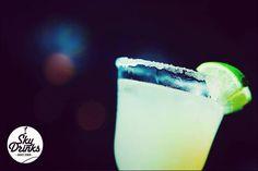 Margarita  // En @ballroomeventos  1.75oz. Tequila 1oz.Jugo de limón Fresco  0.75oz.Cointreau Garnish. Rodaja de lima  #drinks #tragos #barralibre #bartenders #bartender #barman #copa #margarita #drink @skydrinksoficial #bar #barra #lima #tequila #cointreau #sugar #barramovil #barrasmoviles #argentina #evento #eventos #salon #salones #buenosaires #organización #weeding #weedingplanner #ideas
