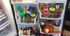 Keeping a fridge clean, tidy, and organized take a lot of time and effort. With stuff constantly. Clean Fridge, Top Freezer Refrigerator, Small Space Organization, Me Clean, Tupperware, Getting Organized, Cleaning Hacks, Helpful Hints, Everything