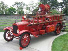 1925 Ford Model T T brandweerauto. Vintage Trucks, Old Trucks, Fire Trucks, Pickup Trucks, Truck Bed Date, Fire Equipment, Rescue Vehicles, Truck Interior, Fire Apparatus
