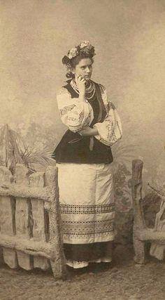 Наталя Богомолець-Лазурська у ролі «Марусі». Вистава «Лимерівна». 1900 рік Родина Лазу́рських — знана родина яскравих представників української…  -  Mo Da– Google+
