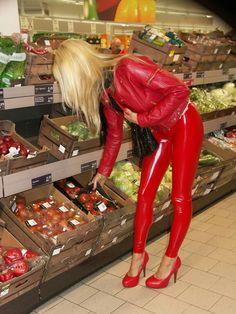 shopping in latex nice Latex Pants, Latex Catsuit, Sexy Latex, Shiny Leggings, Leggings Are Not Pants, Latex Corset, Fetish Fashion, Women's Fashion, Latex Girls