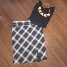 Express pencil skirt Express plaid pencil skirt, size 0 runs a little big, would fit someone a size 2. Hits above the knee, nice skirt to wear to the office, looks great with solid black top or blazer. Express Skirts Pencil