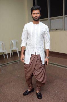 Mens Indian Wear, Mens Ethnic Wear, Indian Groom Wear, Arab Men Fashion, Mens Fashion Wear, African Men Fashion, Wedding Dresses Men Indian, Wedding Dress Men, Designer Suits For Men