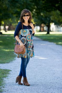 today I'm sharing a floral tunic from Glamour Farms. (This floral tunic also comes in curvy size.)