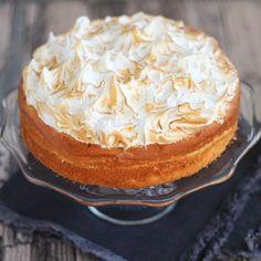 Mijn favoriete gebak is lemon meringue. Het zurige van de citroen met het zoetige schuim, een heerlijke combinatie. Al eerder maakte ik de lemon meringue cheesecake. Dit keer maakte ik een wat luchtigere versie met citroen cake. De cake is niet gemaakt met boter maar met slagroom, de cake heeft wat weg van wolkencake. …