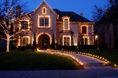 6 things to look for in a Christmas Light Installation Company.