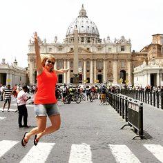 Met keiharde onweer en regen op de achtergrond droom ik nog even terug naar een heerlijk weekend in Rome. En er moest natuurlijk ook gesprongen worden! ^Sanne #vergeetniettespringen #rome #sintpieter