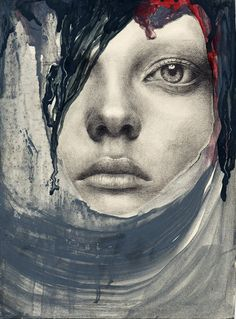 Turkish multidisciplinairy artist Menerva Tau uses het photographic, painting and drawing skills to create haunting art that shows the soul.