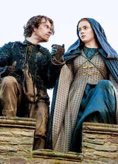 Hard Game of Thrones Trivia Sansa Stark and Theon Greyjoy - Game of Thrones Sansa Stark and Theon Greyjoy - Game of Thrones. Game Of Thrones Sansa, Game Of Thrones Facts, Game Of Thrones Funny, Game Of Thrones Houses, Game Of Thrones Dress, Got Serie, Film Serie, Winter Is Here, Winter Is Coming