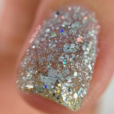 Macro of SuperChic Lacquer Crown Jewels of Enchantment with Marvel Liquid Macro top coat @wonderbeautypro