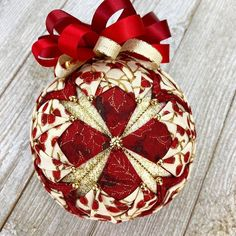 😍😍 I am SO excited about the December 2018 kit! This one is a beauty! If you are crafty and/or love ornaments. Diy Quilted Christmas Ornaments, Quilted Fabric Ornaments, Felt Christmas Decorations, Handmade Ornaments, Diy Christmas Ornaments, Handmade Christmas, Beaded Ornaments, Glitter Ornaments, Christmas Balls