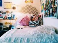 ☼☾ @dormsforgators All the different textures and patterns bring a warm and cute feel to this room