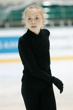 Ladies Figure, Women Figure, Ice Skating, Figure Skating, Elena Radionova, Art Model, Skate, Turtle Neck, Lady