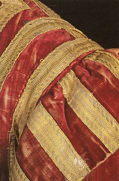 Man's robe of silk, metal and linen. Italian or British, early 17th c