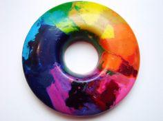 Anillo de crayón del color del arcoiris | La Guarida Geek