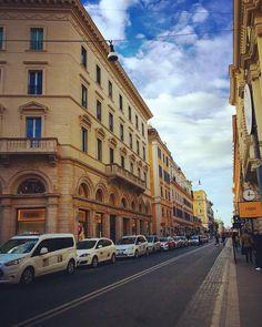 Rome  #rome#buildings#loverome#roma#aşk#cityoflove#ciriofpasta#pasta#pizza#italy#italya#italia#today#bday#birthday#lastday#travel#ilovetravelling#bluesky#bina#akiyoruz#birthdaygirl#todayismybirthday #spanishsteps#famous#fendi#street by oykukrdg