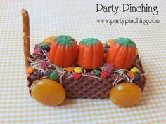 Cute Food - Party Planning - Party Ideas - Cute Food - Holiday Ideas -Tablescapes - Special Occasions And Events - Party Pinching (Cute Thanksgiving Desserts Easy) Cute Thanksgiving Desserts, Holiday Desserts, Holiday Treats, Best Christmas Recipes, Holiday Recipes, Fall Recipes, Fall Cookies, Food Crafts, Candy Crafts