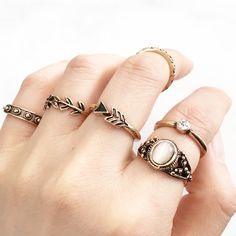 - Antique Gold / Silver Plated - 7 rings a set - 1 x US 7 - 3 x US 6 - 3 x US 4