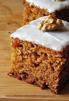 Gdy znalazłam to ciasto na tej stronie, od razu wiedziałam, że muszę je upiec, a że miałam pod ręką kilka marchewek oraz mus jabłkowy, ni... Polish Desserts, Polish Recipes, Sweets Recipes, Baking Recipes, Cake Recipes, Healthy Cake, Homemade Cakes, Cake Cookies, Delicious Desserts