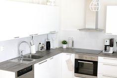 puutaso keittiössä Kitchen Cabinets, Future, Home Decor, Future Tense, Decoration Home, Room Decor, Cabinets, Home Interior Design, Dressers