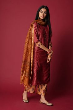 Silk Kurti Designs, Simple Kurta Designs, Stylish Dress Designs, Kurta Designs Women, Kurti Designs Party Wear, Stylish Dresses, Trendy Outfits, Fashion Dresses, Indian Wedding Outfits