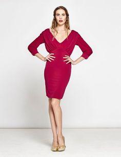 Toda mujer necesita un vestido corto rojo con el que sentirse sexy.