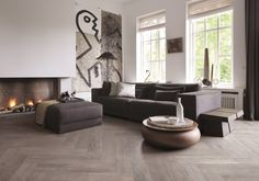 Install herringbone laminate flooring for a surprising effect. Home Interior Design, Interior Architecture, Floor Design, House Design, Modern Flooring, Wall And Floor Tiles, Wall Tile, Home Living Room, New Homes